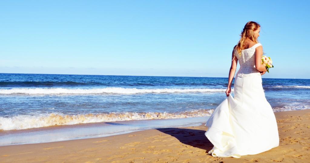 花嫁と海辺